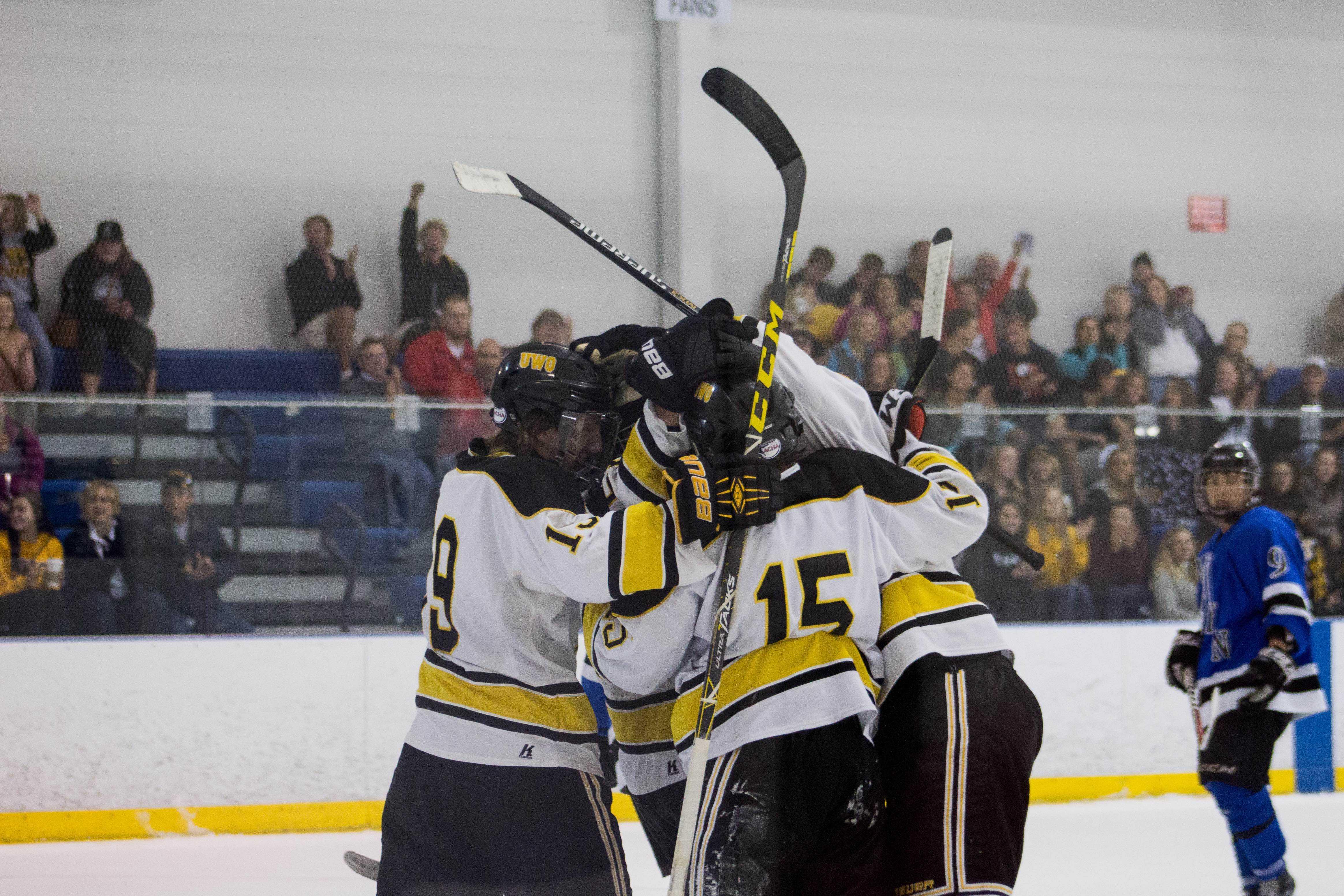 UWO hockey wins one, losses one against Waldorf University