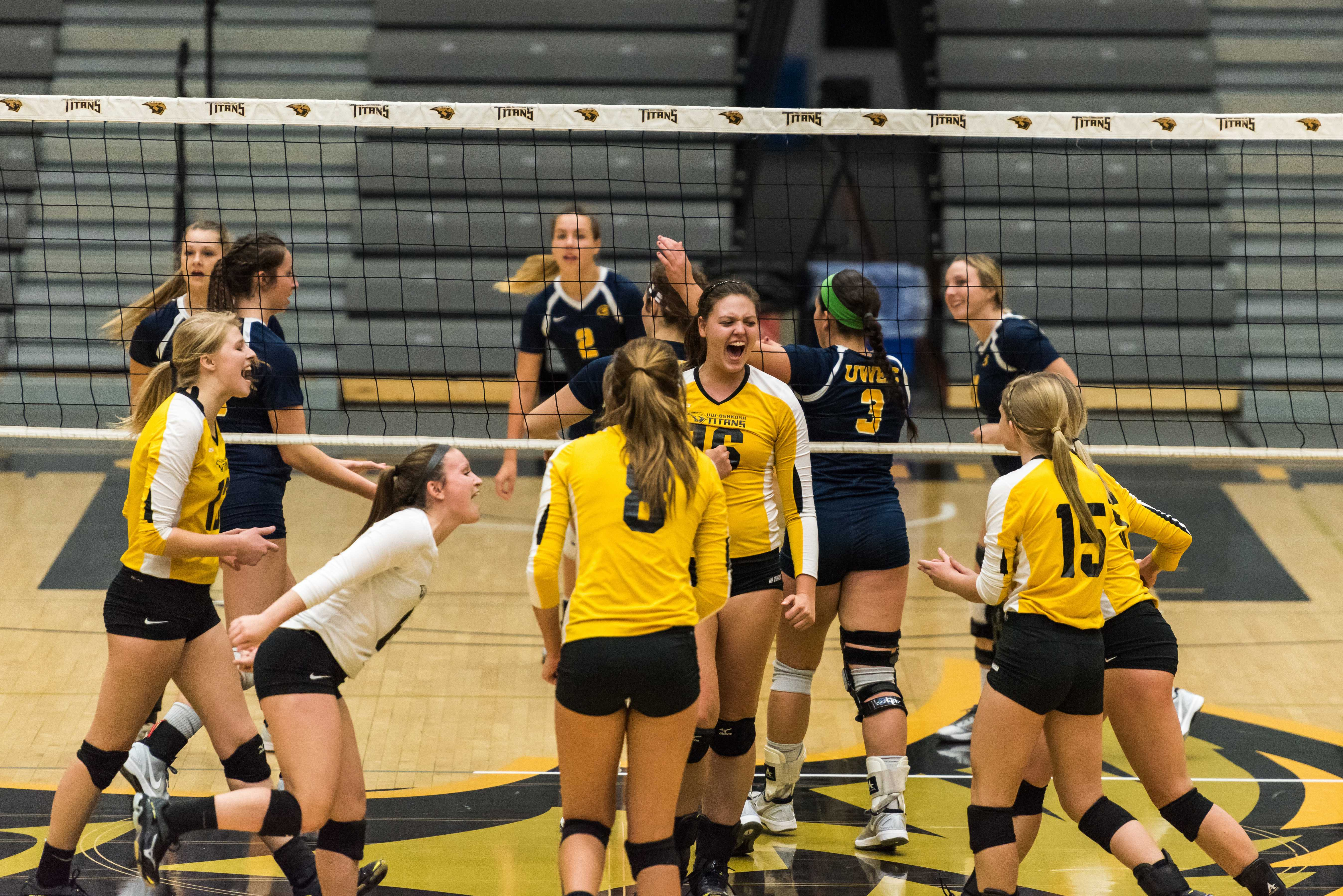 Volleyball defeats Blugolds at home