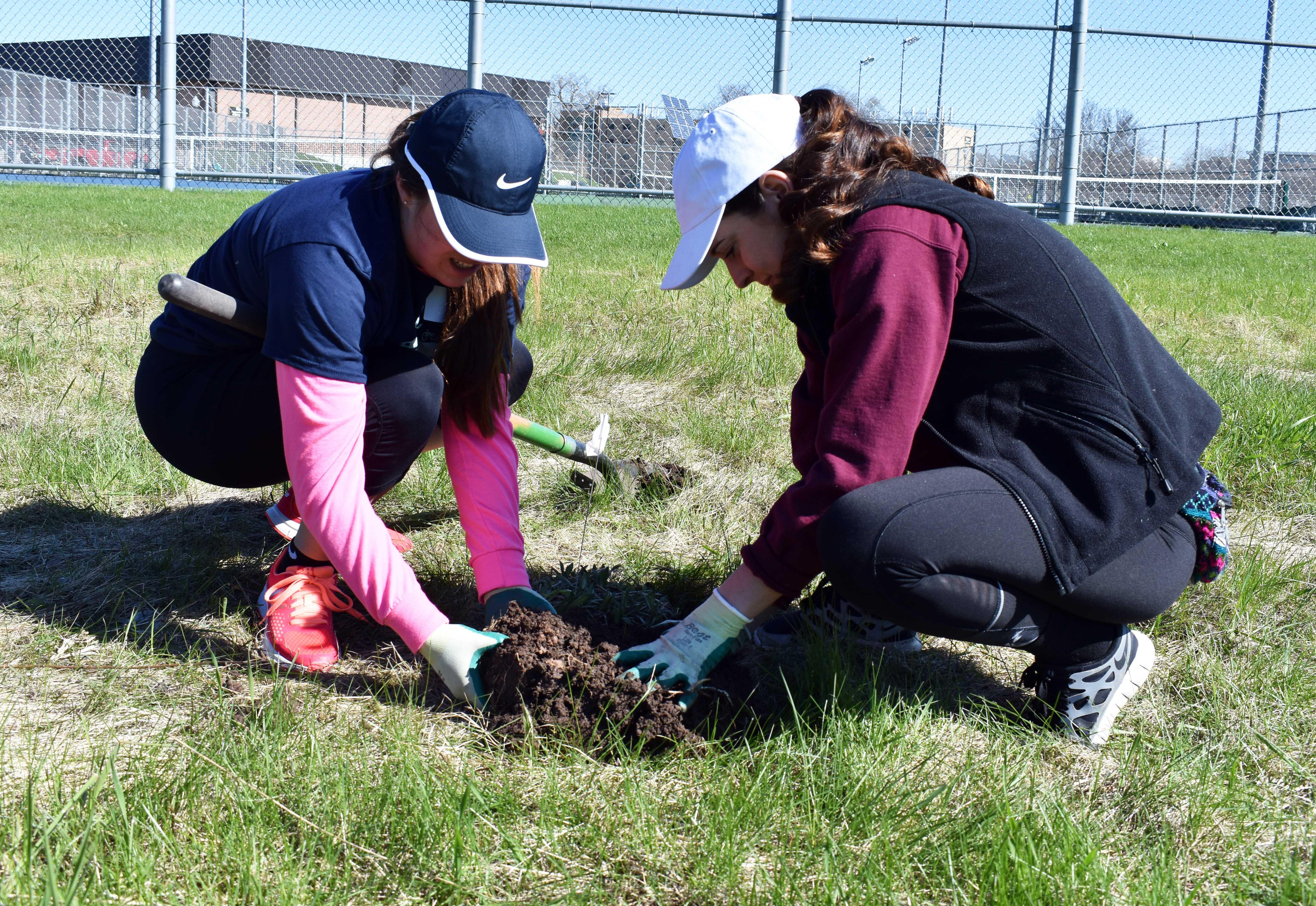 Students volunteer in the Oshkosh community