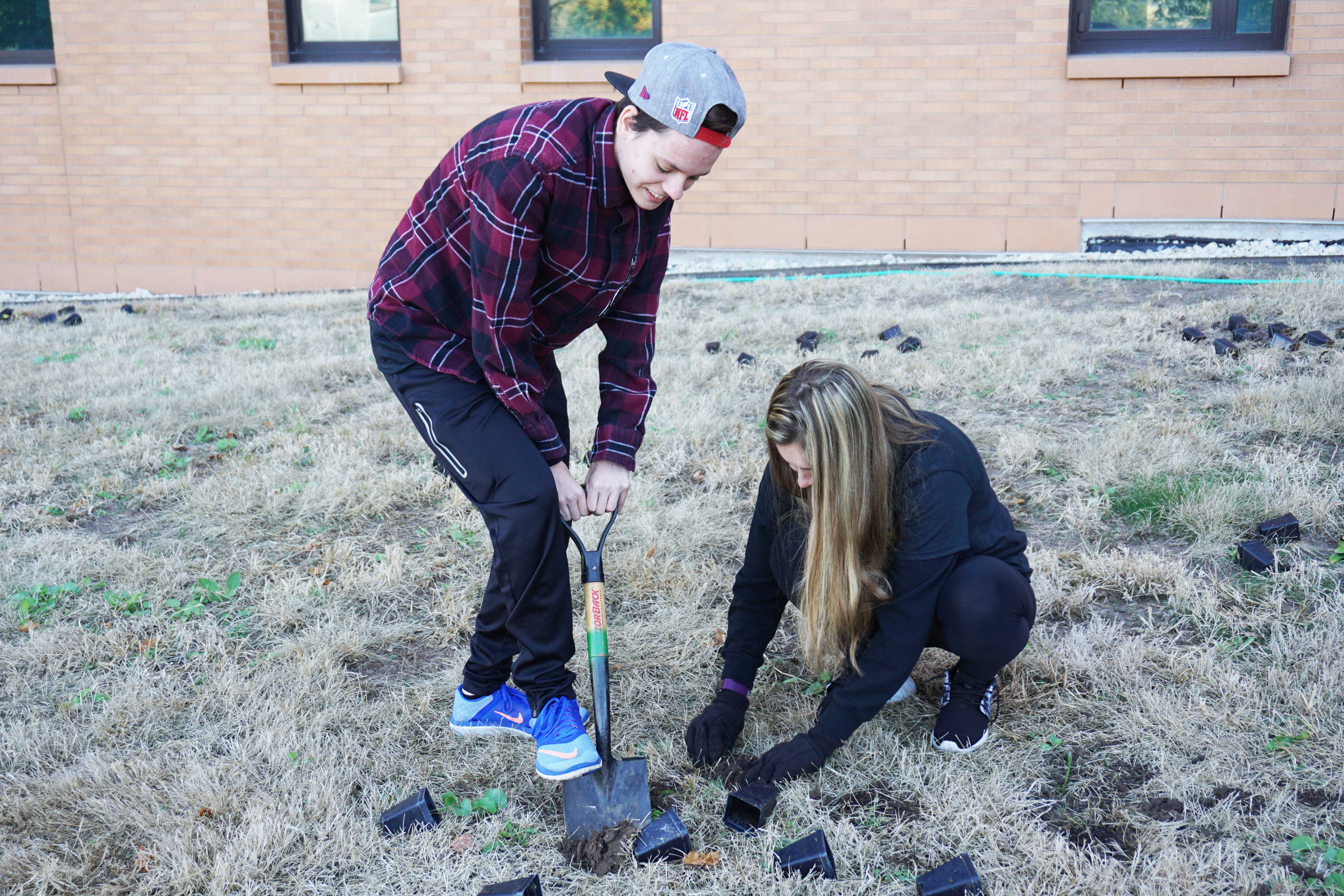 Students volunteer in community as part of semiannual Hands on Oshkosh event