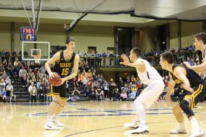 UW Oshkosh gets victory on Senior Night, defeats Blugolds