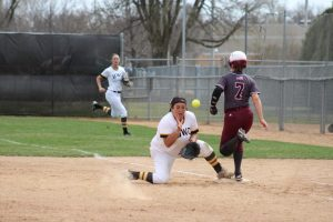 Softball struggles at the plate, splits two in Minnesota