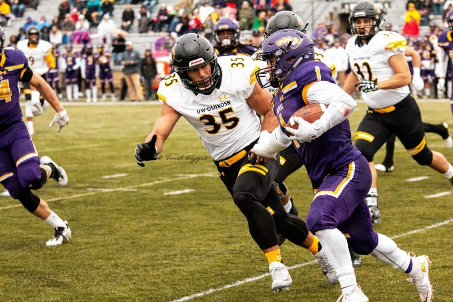 UW Oshkosh senior Derrick Jennings Jr. lines up to tackle UW-Stevens Point ball carrier. Jennings had a team high ten tackles in the loss to the Pointers.