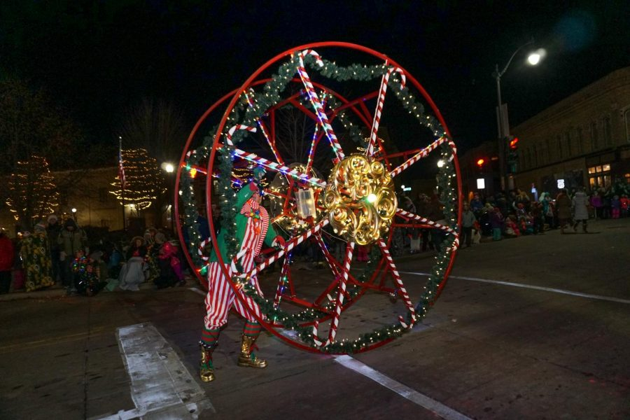 Wacky+Wheeler+entertains+the+crowd+with+his+stunts+at+the+annual+Oshkosh+Holiday+Parade.+