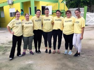 Breanna Hooyman poses with her classmates in Belize.