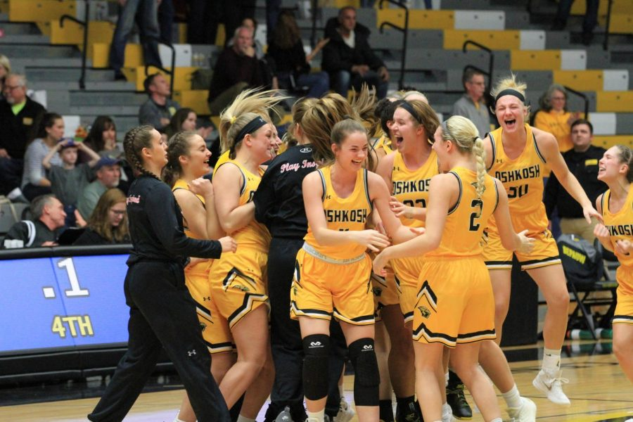 Titans celebrate as they advance to the NCAA Division III Championship Sweet 16 after win over DePauw University in second round.