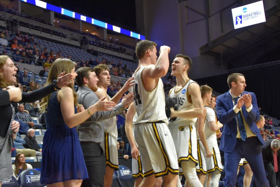 Mens Basketball cheers after defeating Wheaton