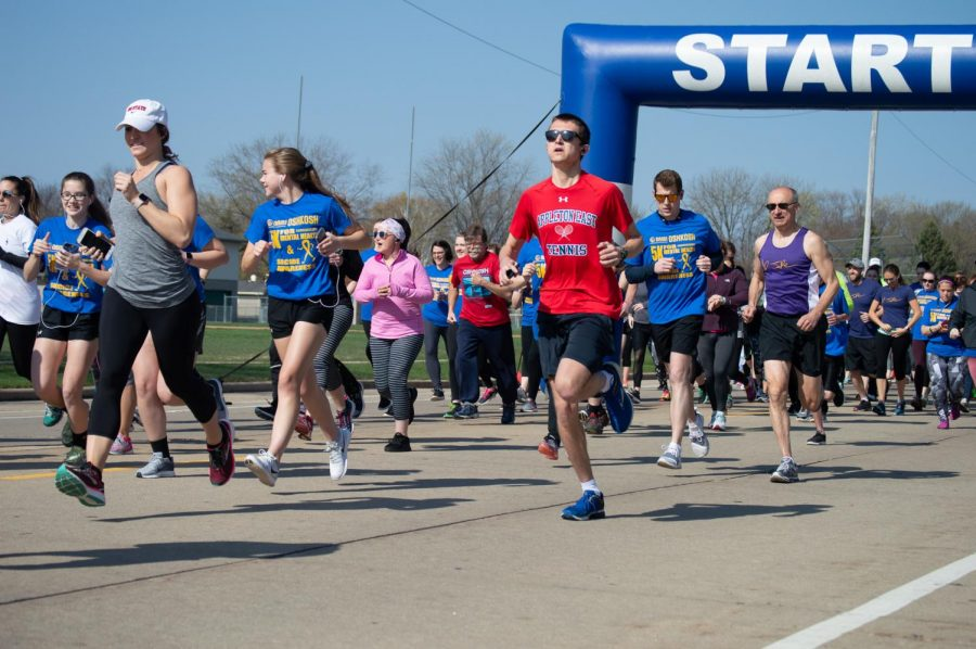 Community+members%2C+UWO+students+and+staff+participate+in+the+annual+5K+for+mental+health+and+suicide+awareness+at+Oshkosh+North+High+School.+