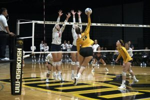 Volleyball cruises through Pizza Hut Classic