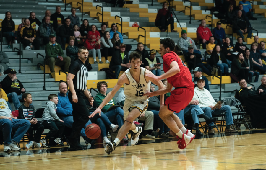 Senior Adam Fravert led all UW Oshkosh players with 18.6 points per game. Fravert, along with the rest of the team's senior class, had four D-III playoff appearances, two national championship appearances, and one national championship title in their collegiate career.