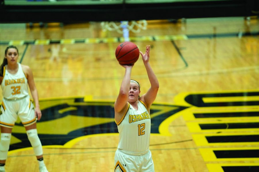 Junior guard Leah Porath scored 16 points while shooting 5-for-7 from the field in the fourth quarter alone. Porath led the Wisconsin Intercollegiate Athletic Conference in points per game (17.5) and was third in the conference in rebonds (6.7). UWO is the only W IAC team remaining in the tournament.