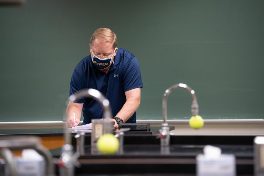 UW Oshkosh instructors spent the summer preparing for a hybrid of in-person and virtual instruction.